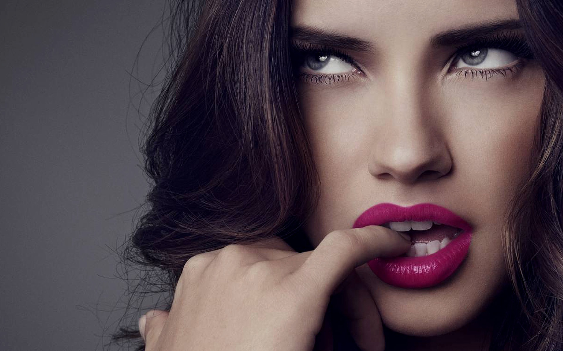 Adriana Lima Pink Lips | 1920 x 1200 | Download | Close