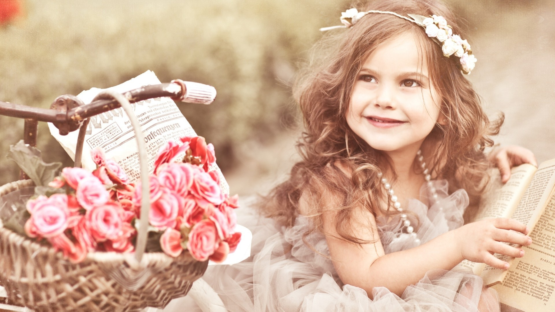 Beautiful Baby With Book Wallpapers - 1920x1080 - 534910