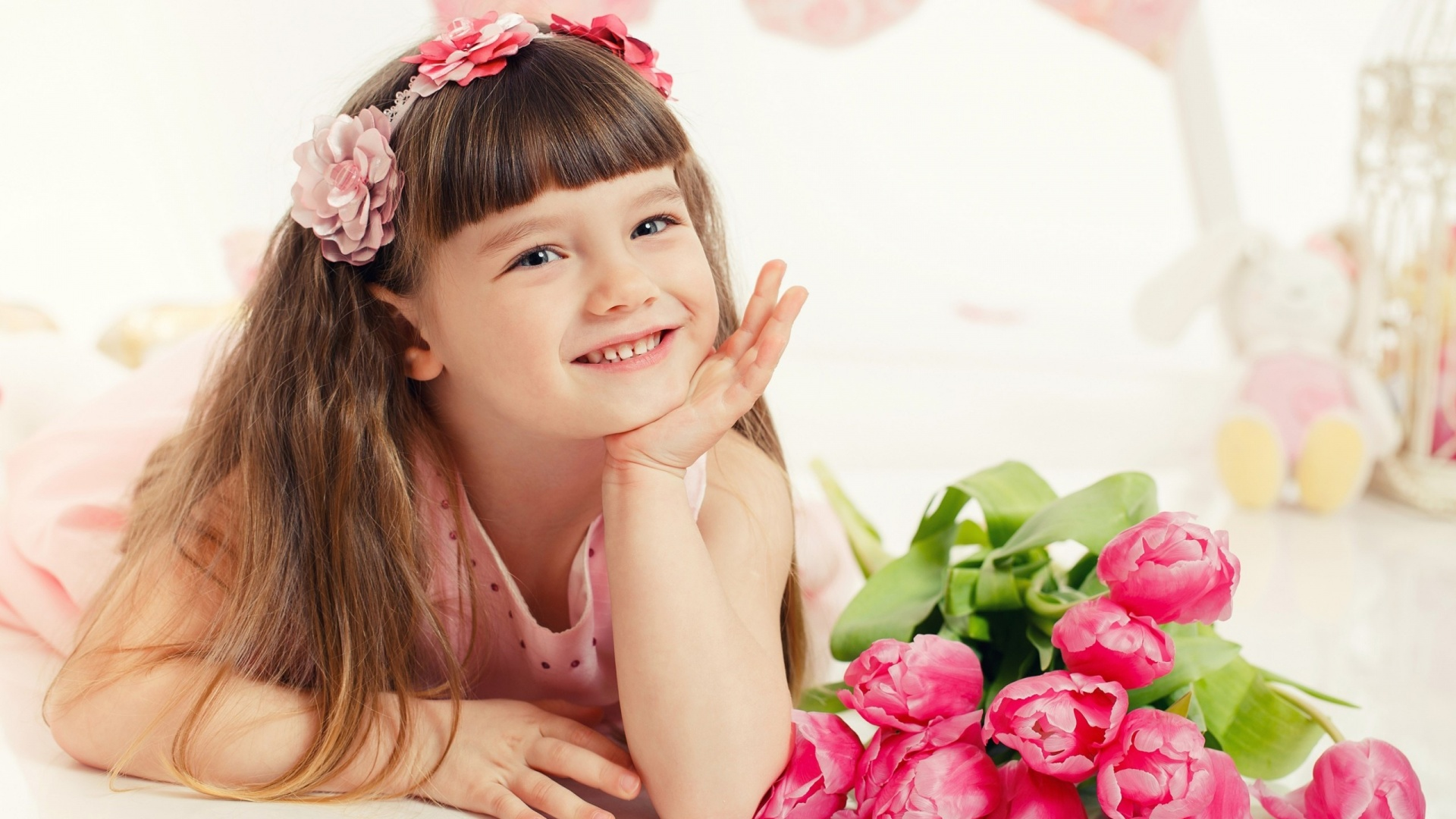 Beautiful Little Girl With Flowers And Toys Wallpapers 1920x1080