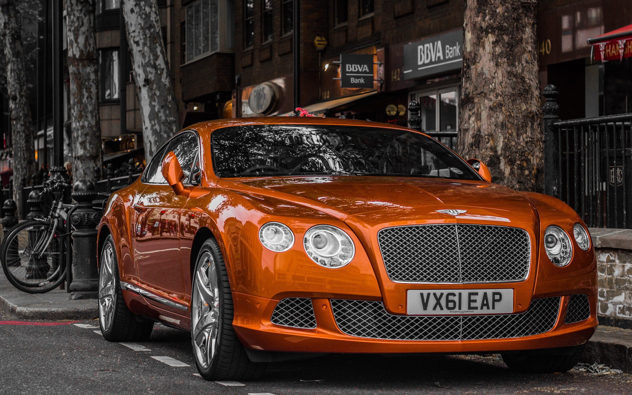 Bentley Car In City Street | 2560 x 1600 ...