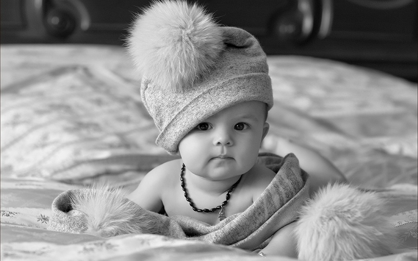 Cute Baby With Hat Wallpapers: Black And White Baby With Hat Wallpapers