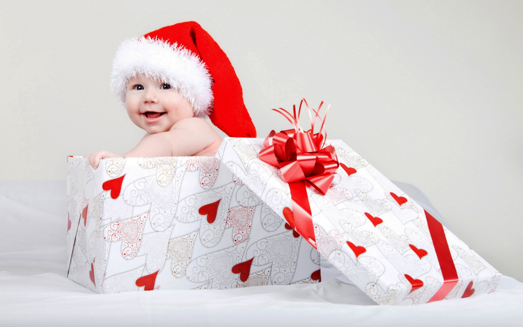 Baby Gifts For Christmas : Christmas baby gift box wallpapers