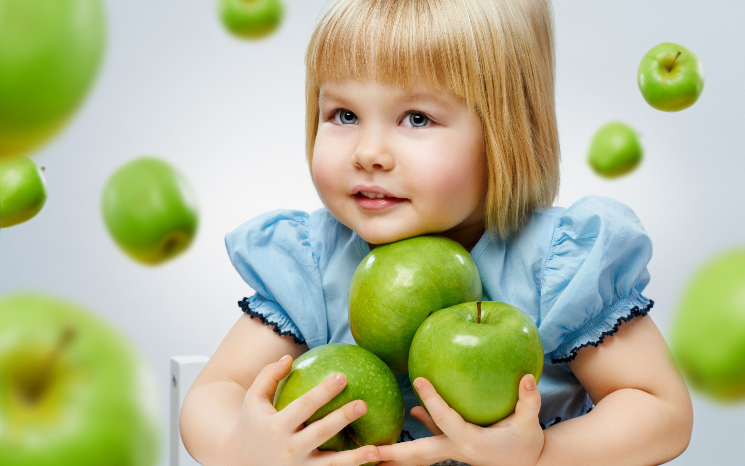 Cute Girl And Green Apple Wallpapers - 2560x1600 - 794055