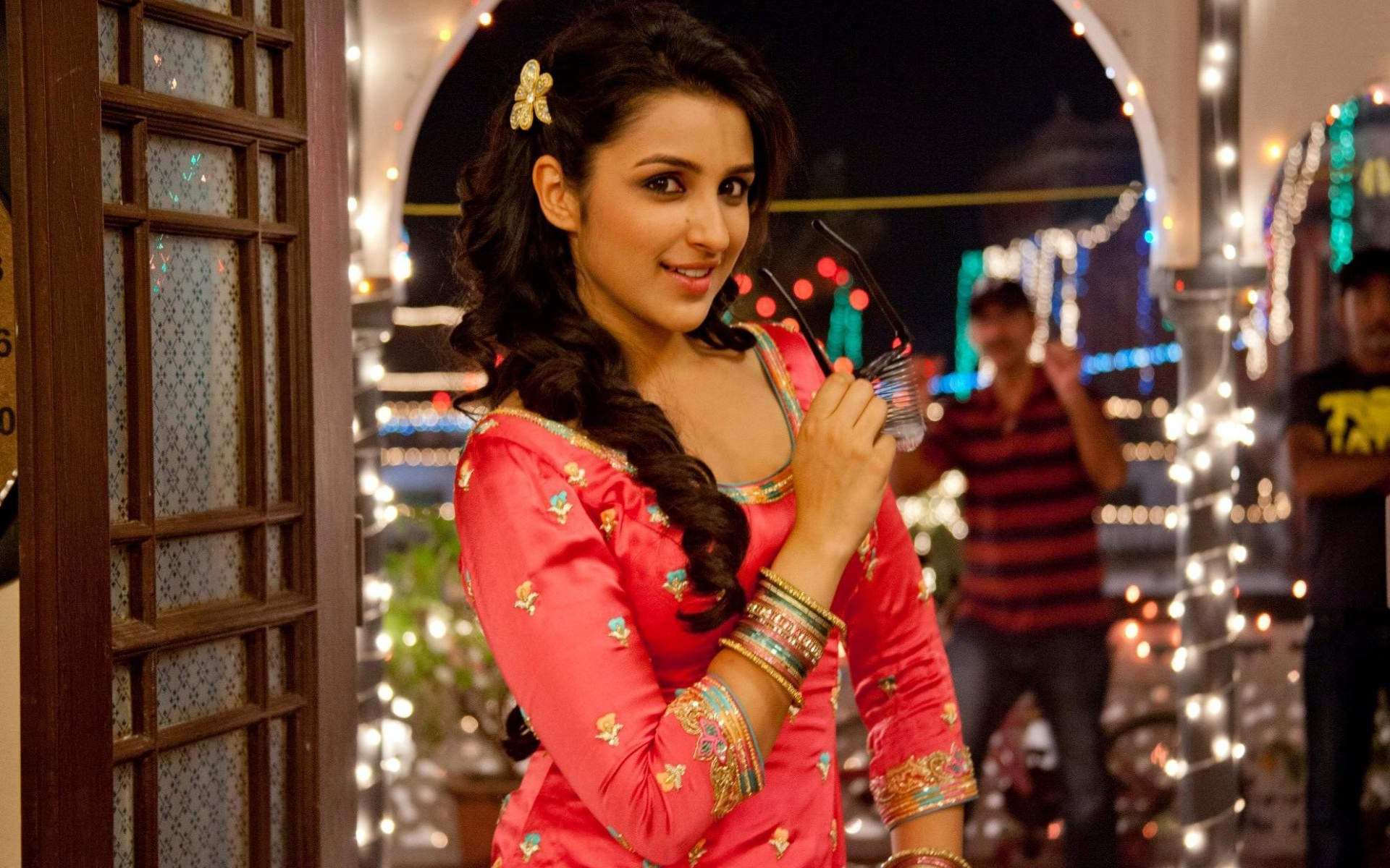 Cutie Parineeti Chopra | 1920 x 1200 | Download | Close