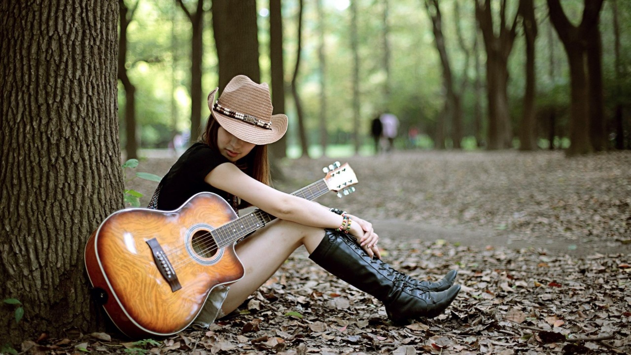 Girl with guitar 1280 x 720 download close