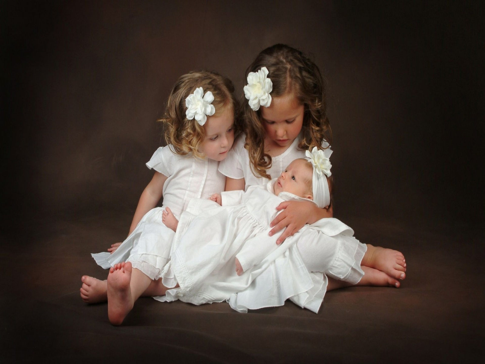 Sister Love Images Wallpaper : Little Sister Love Wallpapers - 1600x1200 - 339586