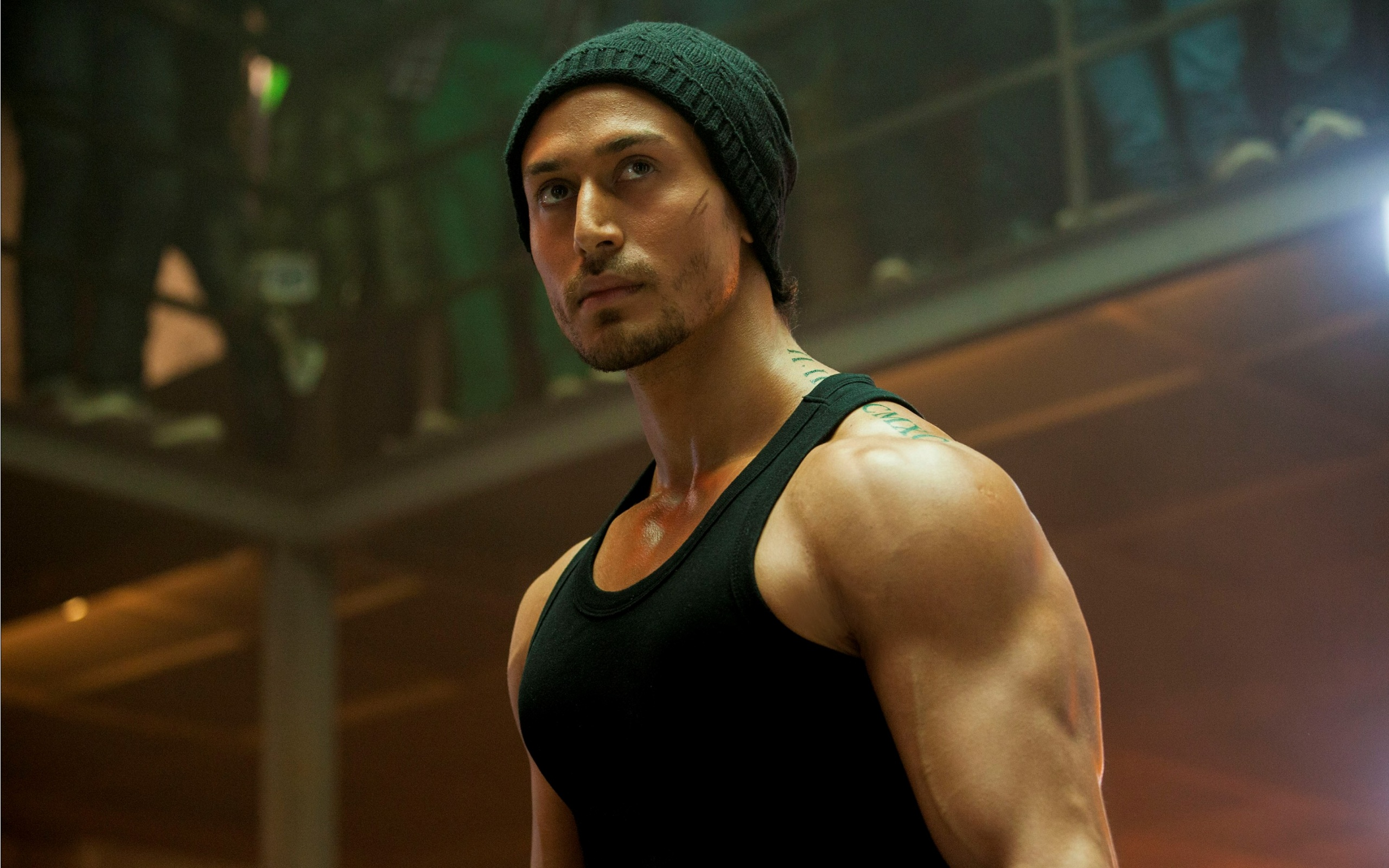 rebel look tiger shroff in baaghi wallpapers - 2560x1600 - 1092402