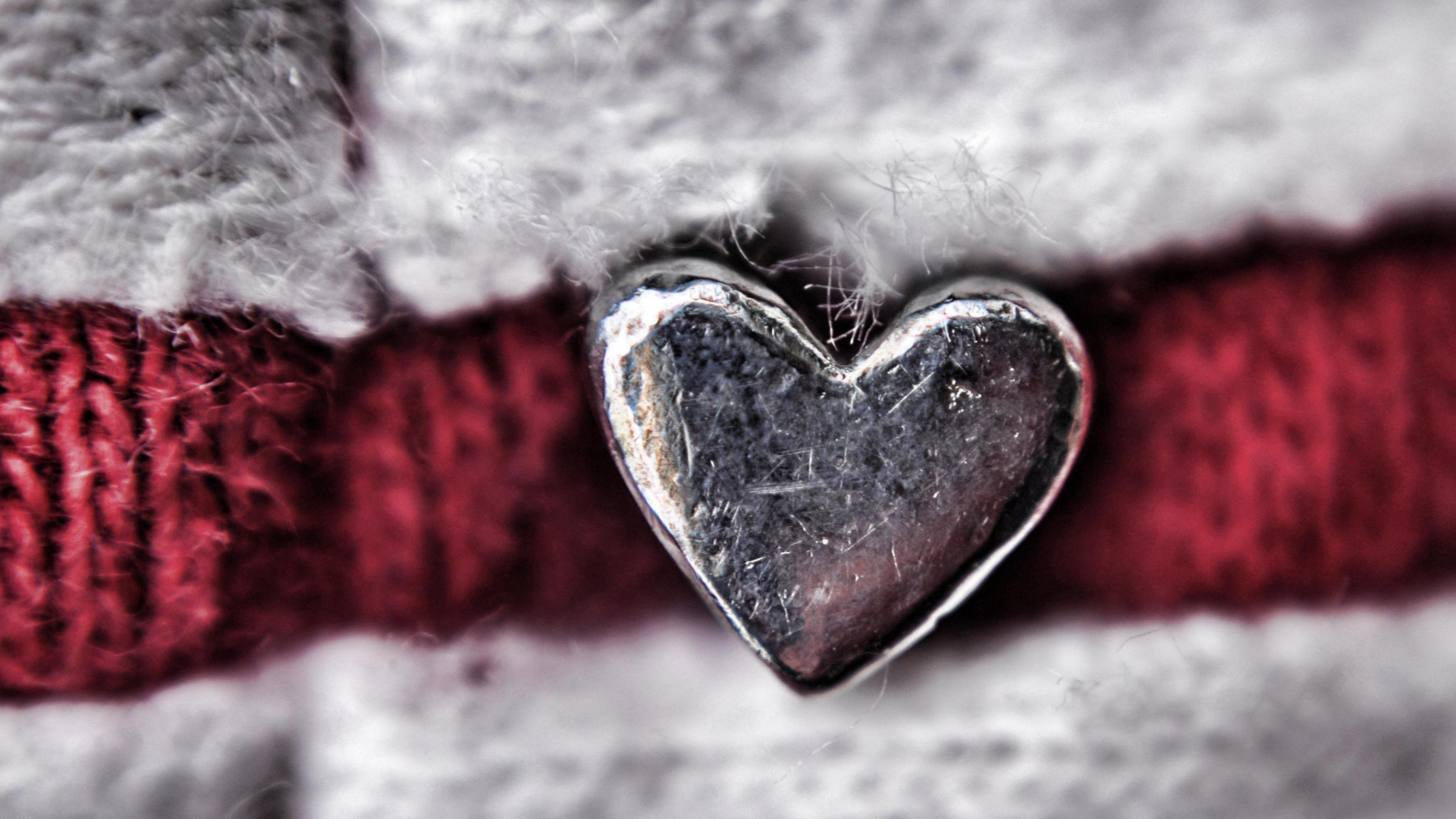 Silver Heart Wallpapers 2400x1350 689958