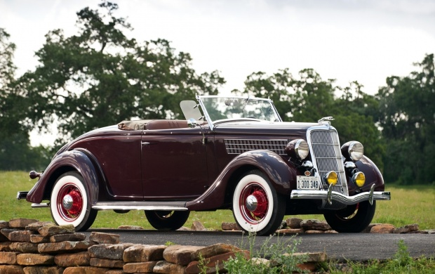 1935 Ford Deluxe Roadster (click to view)