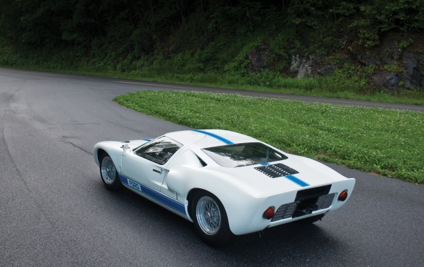 1967 Ford GT40 (click to view)