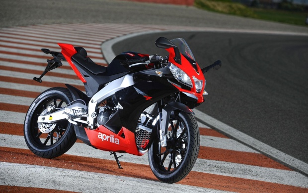 2011 Aprilia RS4 125 Side View (click to view)