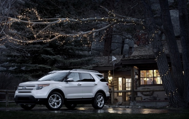 2011 Ford Explorer At Night (click to view)