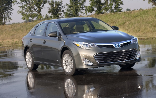 2013 Toyota Avalon Hybrid (click to view)