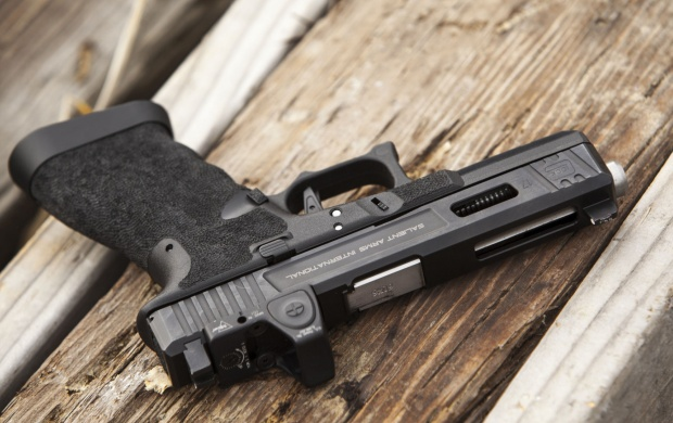 A Self-loading Glock 17 Pistol (click to view)