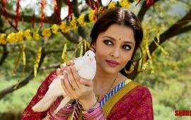 Aishwarya Rai Bachchan And White Dove In Sarbjit