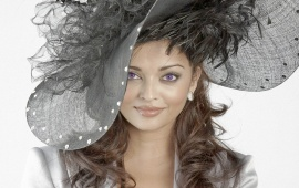 Aishwarya Rai Big Hat