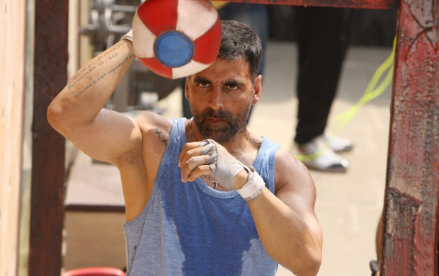 Akshay Kumar As David Fernandes Brothers (click to view)
