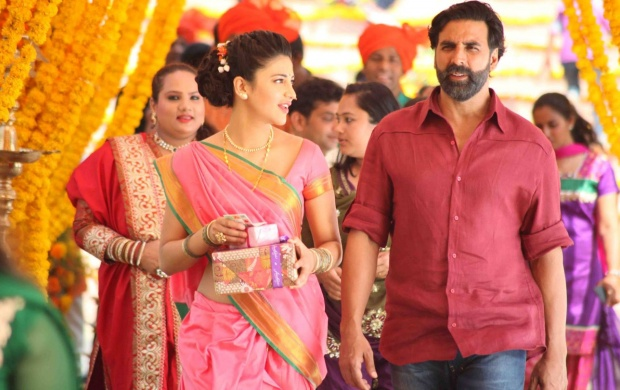 Akshay Shruti In Gabbar Is Back 2015 (click to view)