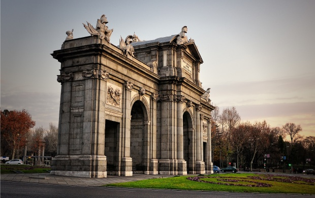 Alcala Gate Madrid Spain (click to view)