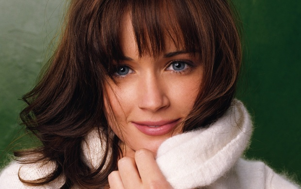 Alexis Bledel Face Closeup (click to view)