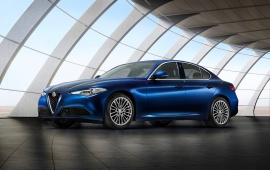 Alfa Romeo Giulia Front Three Quarter 2017