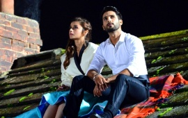 Alia And Shahid Sitting Shaandaar