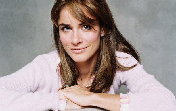Amanda Peet Pink (click to view)