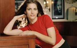 Amanda Peet Red Shirt