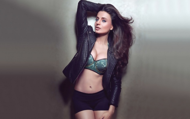 Amisha Patel Man Magazine February 2017 (click to view)