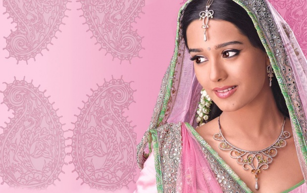 Amrita Rao In Pink Saree (click to view)