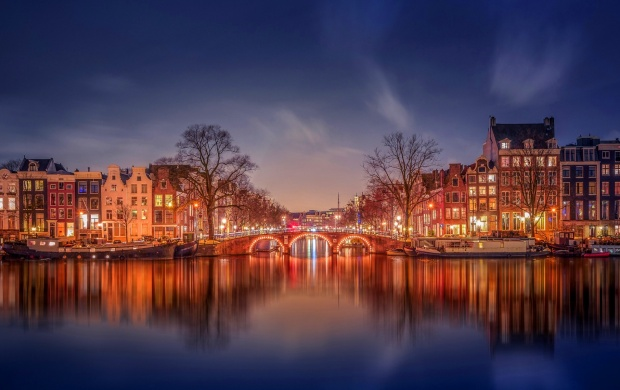 Amsterdam Channel The Evening (click to view)