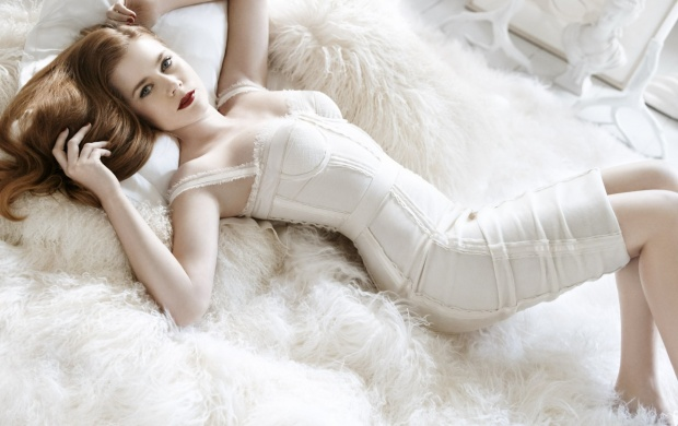 Amy Adams In White Dress (click to view)