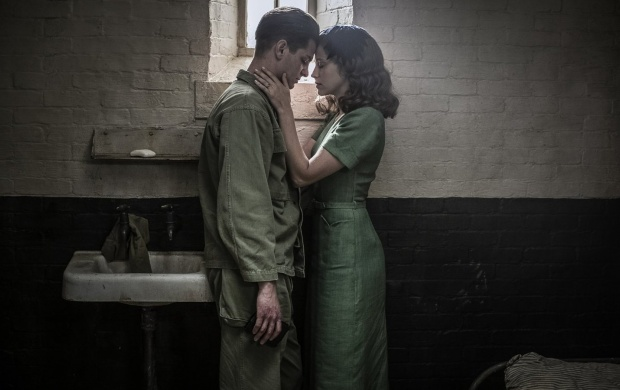 Andrew Garfield And Teresa Palmer In Hacksaw Ridge 2016 (click to view)