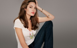 Angelina Jolie in blue jeans