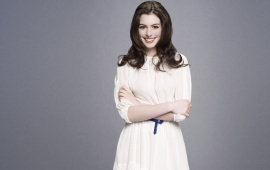 Anna Hathway in white dress with smily face
