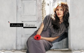 Anushka Sharma Hold Flowers