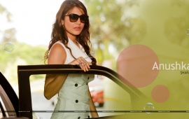 Anushka Sharma Wearing Sunglasses