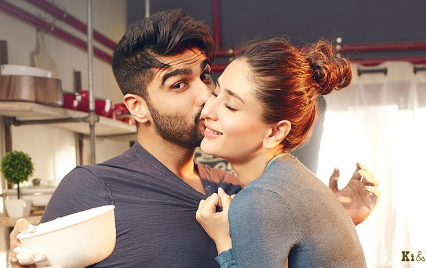 Arjun Kapoor Kiss Kareena Kapoor Khan In Ki & Ka (click to view)