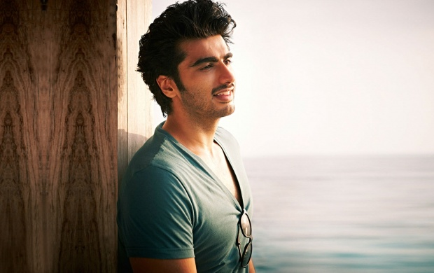 Arjun Kapoor With Glasses (click to view)