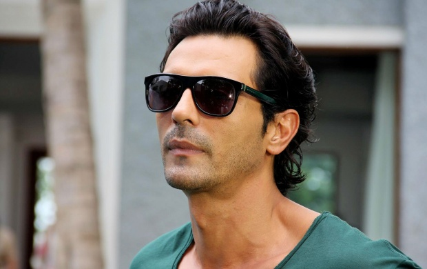 Arjun Rampal (click to view)