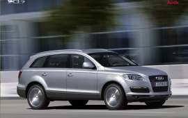 Audi Q7 right side road