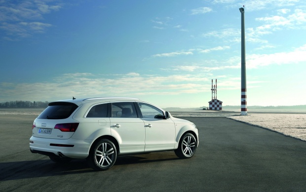 Audi Q7 V12 TDI (click to view)