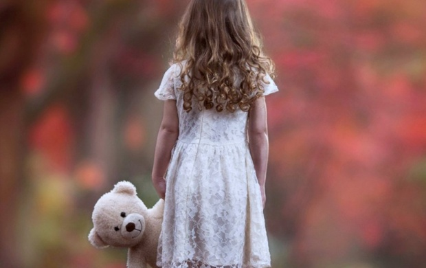 Autumn Sad Lonely Little Girl (click to view)
