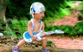 Baby Guitar (click to view)