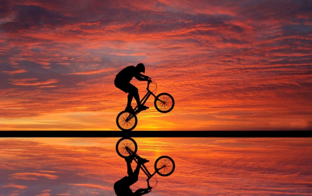 Beach Sunset Cyclista (click to view)