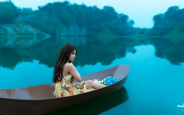 Beautiful Girl On A Boat (click to view)