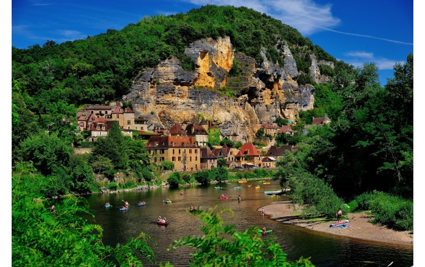 Beautiful Village On A Rock (click to view)