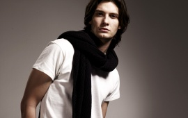 Ben Barnes In White T-Shirt
