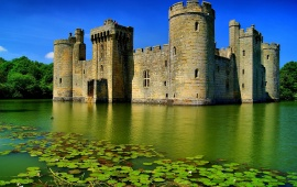 Bodiam Castle with Green Lake