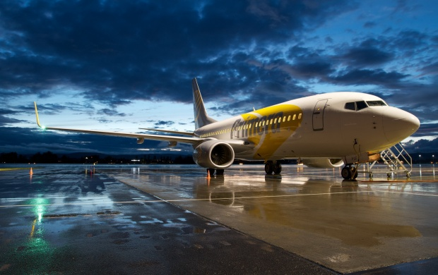 Boeing 737 Aircraft Dark Night (click to view)